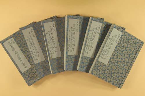 http://www.lib.pref.fukuoka.jp/hp/gallery/006/img/zentai01.JPG